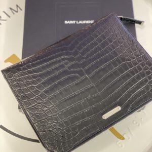 Pochette Yves Saint Laurent, cuir effet croco
